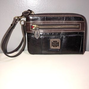 Dooney&Bourke black/brown leather wristlet